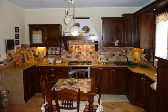 Cucina country siria arredamenti for Nuova casa classica