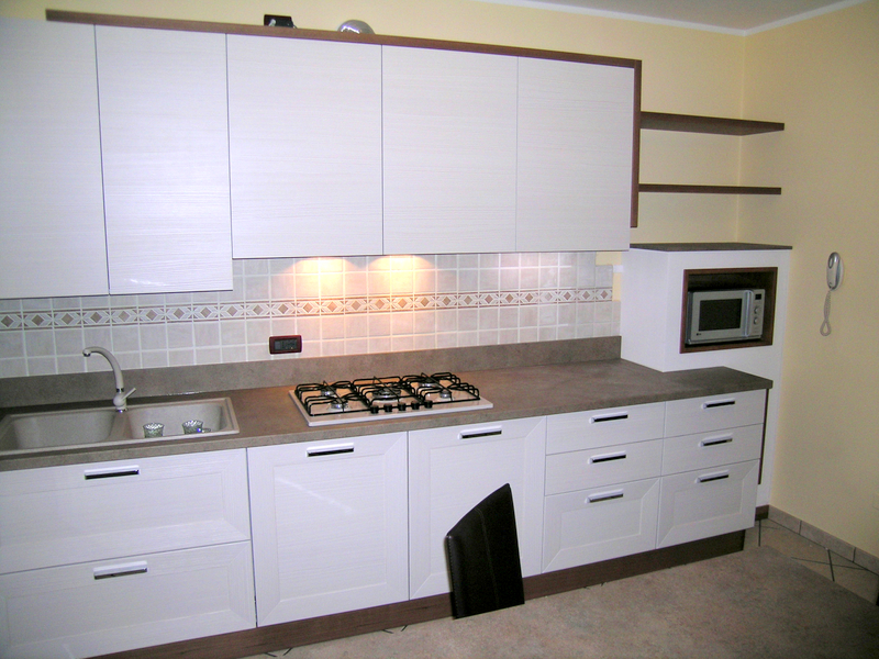 Idee arredo cucina great arredo cucina idee cucina for Arredo cucina moderna piccola