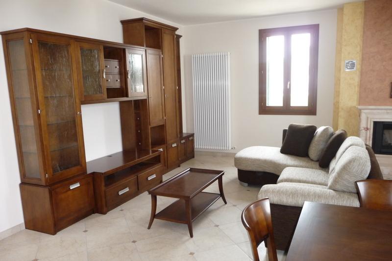 Arredamento classico contemporaneo soggiorno idee for Arredamento neoclassico